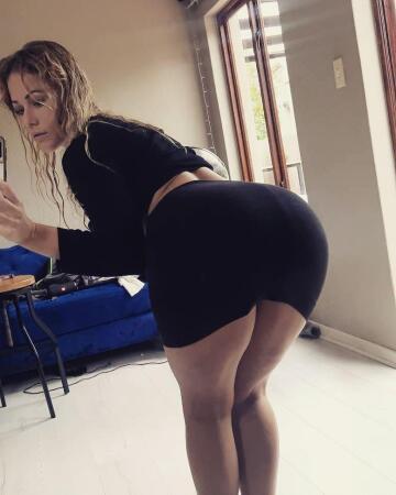 gorgeous mirror selfie
