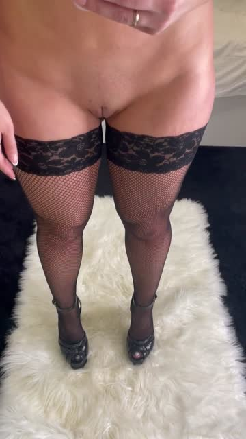 milf in stockings and heels? 😏34f