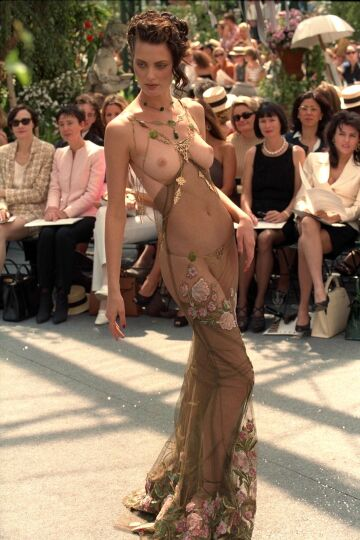 shalom harlow   christian dior, haute couture by john galliano, fall-winter 1997   parque du bagatelle, paris