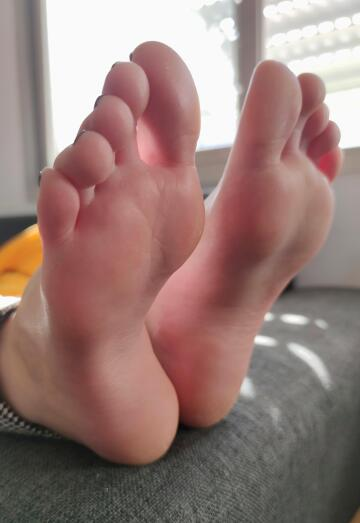 would you kiss my feet on the first date?
