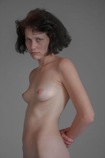 found this old pic of me (20s)