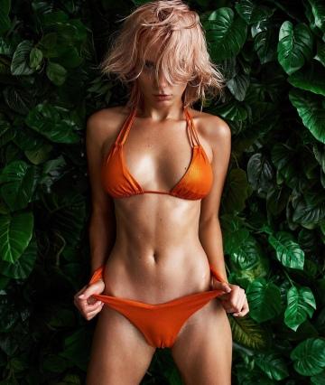 orange bikini 👙