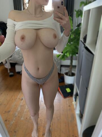 my tits are too huge for my top 😏