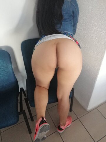 ready for a walk 🍑