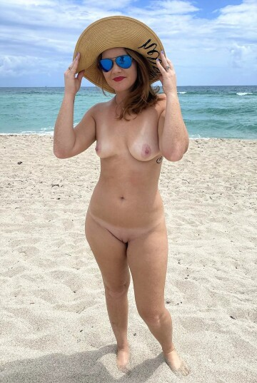 redhead hotwife at a nude beach! how's my body holding up as a mom? [f]