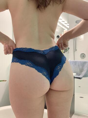 i like the heart shape of my panties on this pic and i thought you would like my ass😉