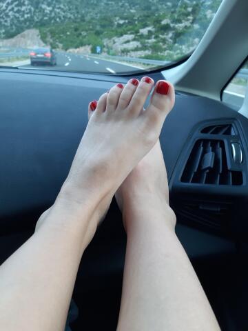 vacation feet! yeeeeyy!