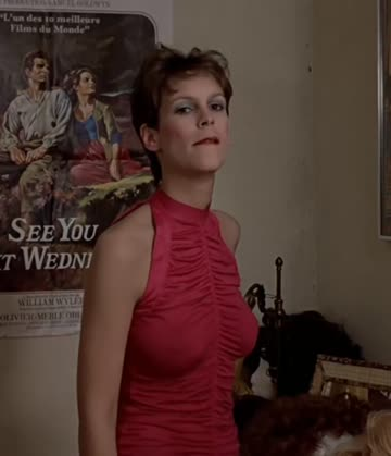 jaime lee curtis shows off her tits in