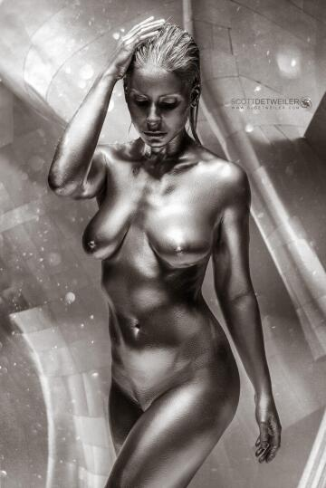 another shot of my adventures with this chrome bodypaint i did a few years ago.