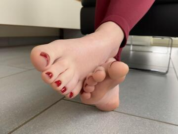 if you have this angle on my feet you're lucky😉