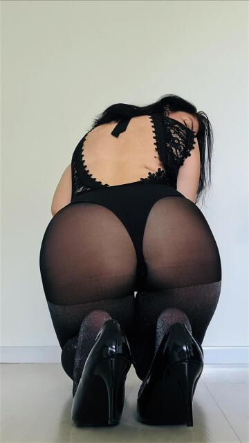 shiny tights 🖤👌
