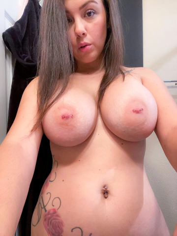 who has magical hands to make me cum? 👀