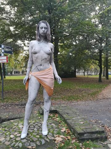statue/bodypainting in the netherlands. model and painter at the same time ^^