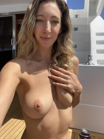 are nude selfies on a yacht acceptable?