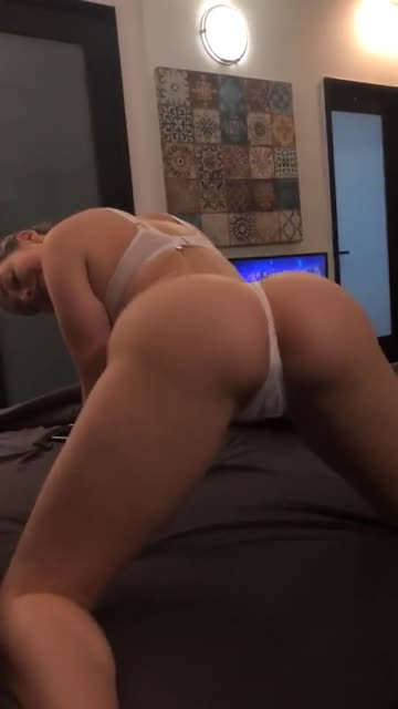 mia malkova twerking her ass once again...best ass on the planet they said, well said! 🔥