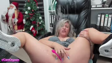 busty milf squirts all over laptop and herself