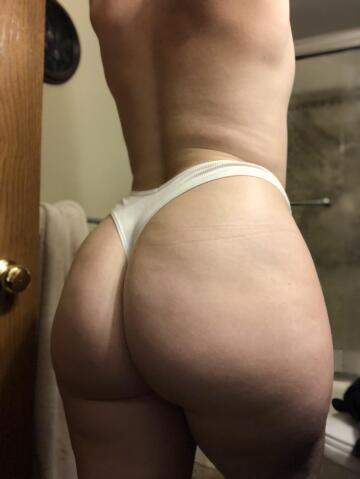 my ass just swallows up my thongs 🤤 (f)