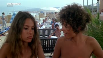 back in the days when topless was common in st-tropez (betty assenza & charlotte kady - l'année des méduses (fr1984)) (1/2)