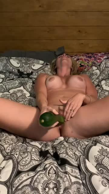 spread clit rubbing pussy bed sex solo big tits
