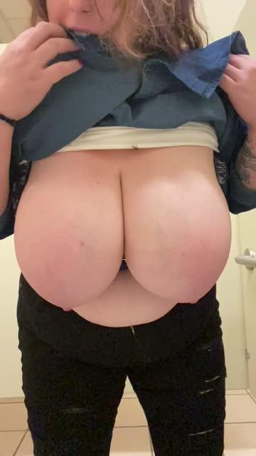 bouncing tits boobs big tits nsfw video