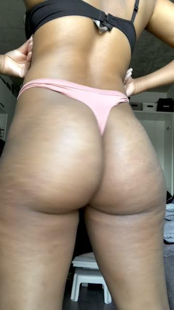ebony jiggling ass hot video