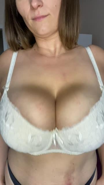 huge tits boobs big tits free porn video