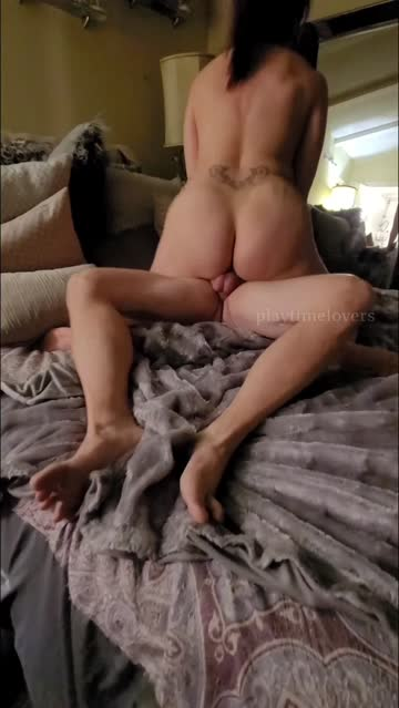 onlyfans amateur cougar bed sex couple riding