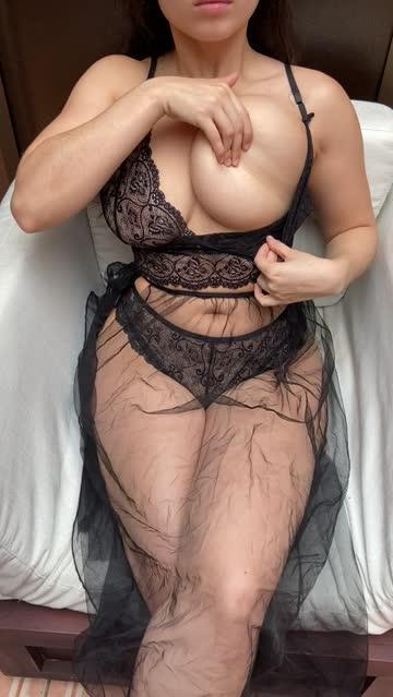 queen annina big tits latina boobs nsfw video