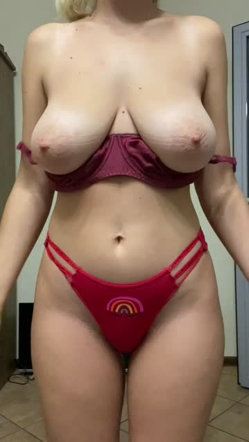 20 years old natural tits big tits 2000s porn busty hot video