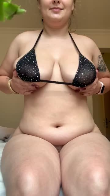 boobs big tits bikini natural tits chubby belly button nsfw video